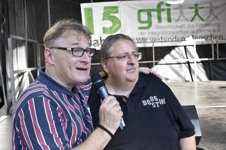 Achim Preikschat und Michael Barszap auf der Bühne bei der Geburtagsfeier der gfi